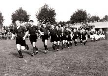 Einlauf der Waldhofmannschaft 1938/39